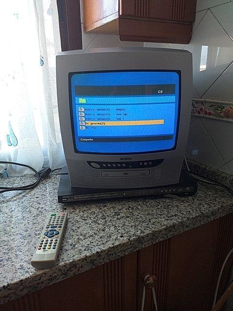 television pequeña con TDT y DVD