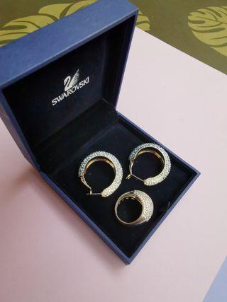 Conjunto Swarovski de pendientes y anillo.