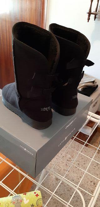 botas negras planas