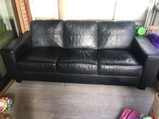 Sofá negro Ikea piel sintética 3 plazas