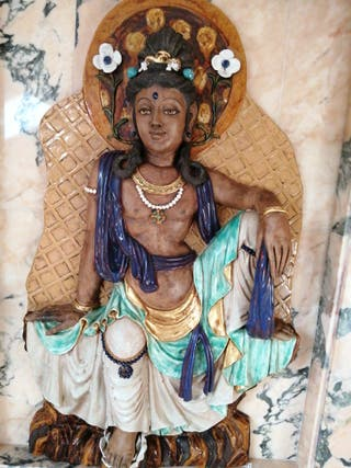 Altorrelieve de dios oriental