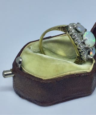Beautiful three opals gold ring with diamonds