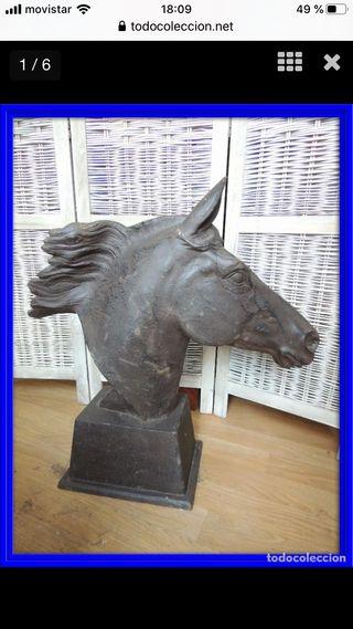Escultura de caballo de hierro espectacular