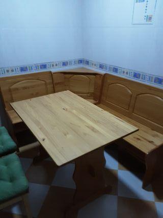 Rinconera y mesa cocina de madera de pino