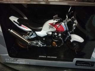 Maqueta moto Honda 1300SF