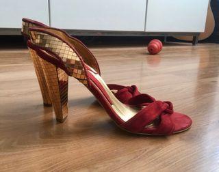 Zapatos Rojos y Dorados