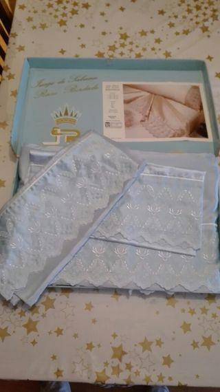 Juego de sábanas azul raso bordada