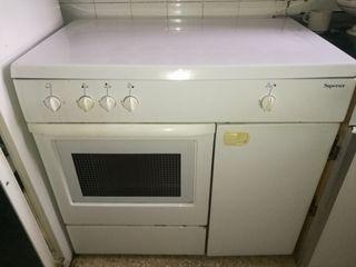 hornilla de butano. cuatro fuegos y horno