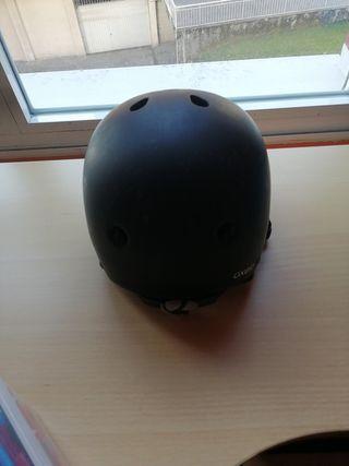 casco monopatín