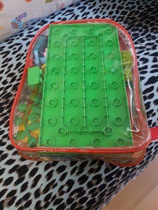 piezas LEGO con mochila incluida