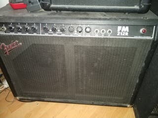 Amplificador de guitarra Fender FM 212R