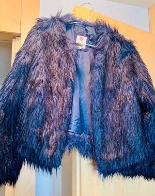 Chaqueta de pelo azul de Bershka