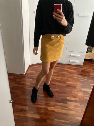 Falda de piel mostaza