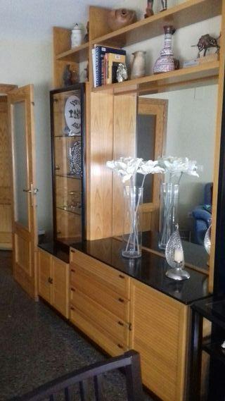 mueble de salón, mesa tv y lampara de pie