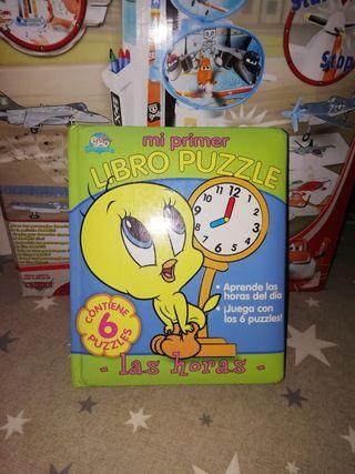 libro infantil con 6 puzzles en el interior.