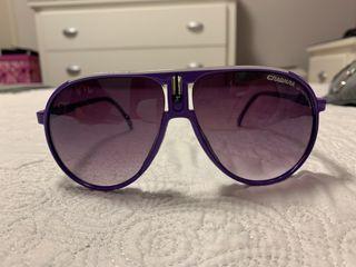 Gafas de sol moradas