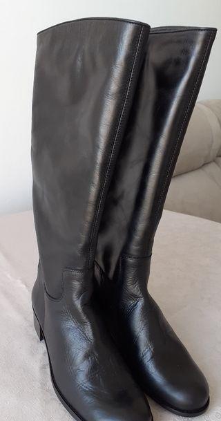 bota negra piel A ESTRENAR