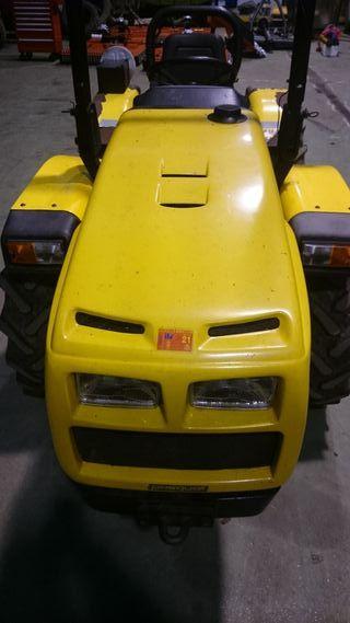 Tractor Pasquali Vanth 6.40 y desbrozadora