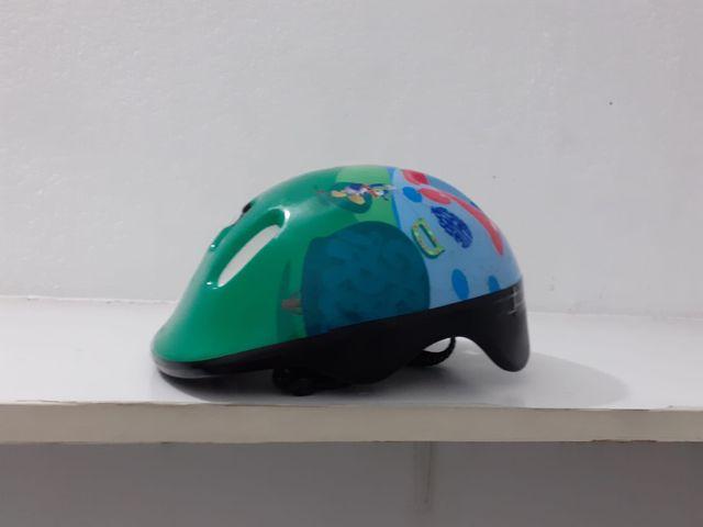 Carrito de muñecas y casco bici infantil