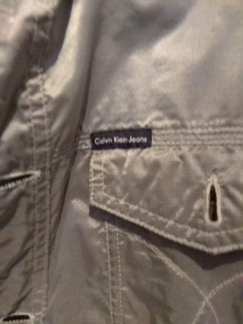 Chaqueta plateada Calvin Klein