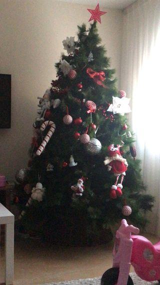 Vendo árbol de navidad con todos los adornos