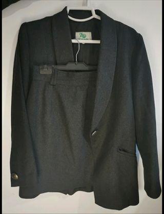 traje falda chaqueta