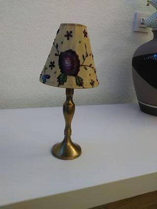 Lámpara con pie de bronce