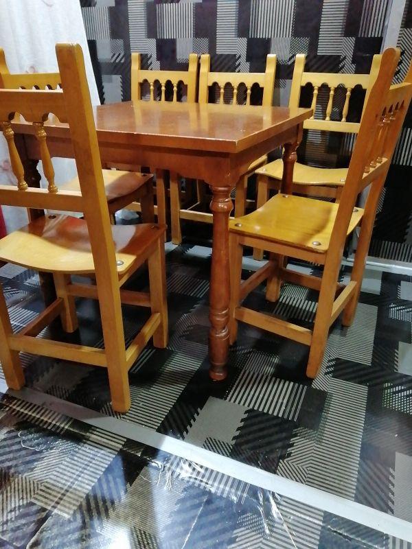 madera 8mesas y 27 sillas