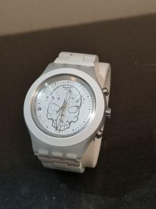 reloj swatch irony blanco calavera