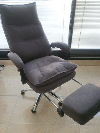 silla de oficina con reposapiés