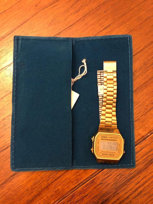 Reloj Casio dorado