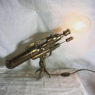 Lámpara pistola de oro