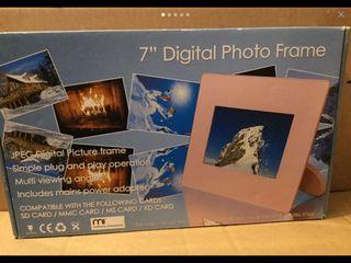 7 Digital Photo Frame in Pink