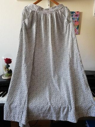 Falda blanca de lunares negros, ZARA.