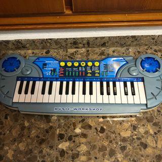 Piano teclado con diferentes instrumentos