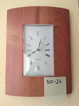 Reloj digital de pared de segunda mano en la provincia de