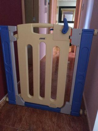 Puerta protección escalera niños