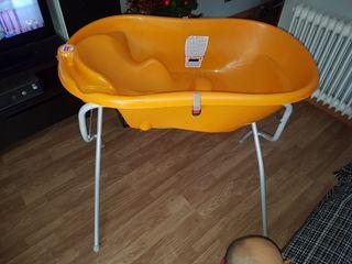Bañera con soporte y silla de bebé para bañera