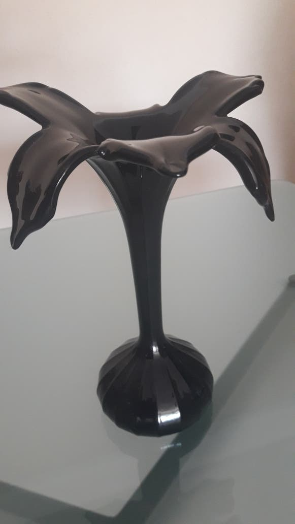 Jarrón de cristal negro