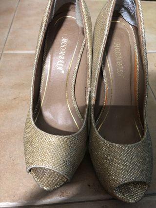 Zapato dorado plataforma