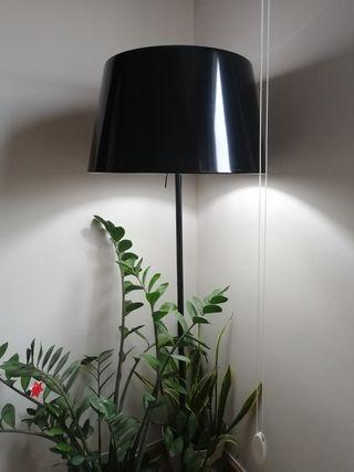 lámpara ikea negra