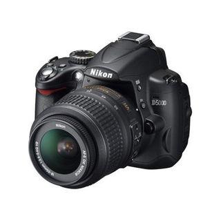 Cámara Reflex Nikon D5000 + Objetivo Nikon