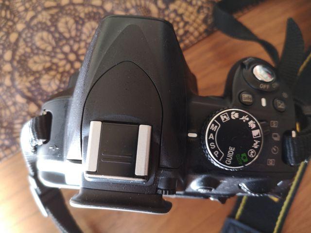 cámara reflex NIKON 3100 (cuerpo)