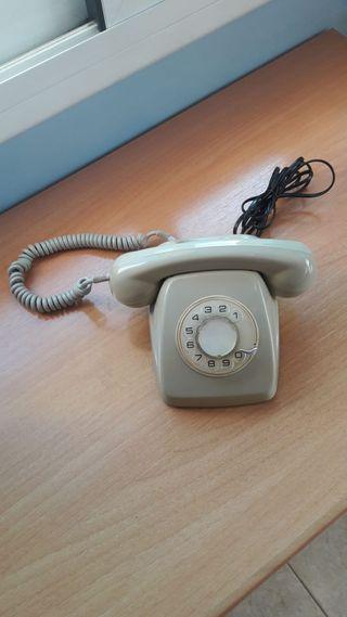 Teléfono antiguo, años 60