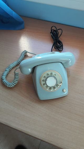 Teléfono antiguo, años 60. Con botón de rellamada.