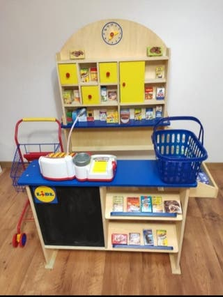 Supermercado infantil de madera.