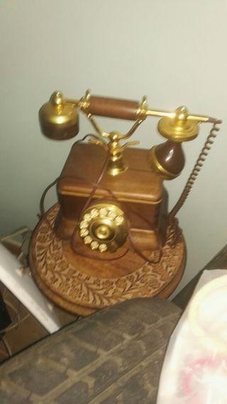 telefono y mesa vintage