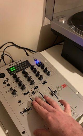 Mesa de mezclas Phonic MX300