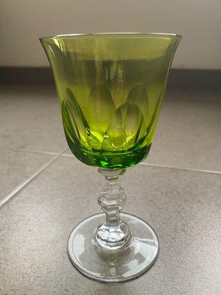 Copa de cristal verde nueva