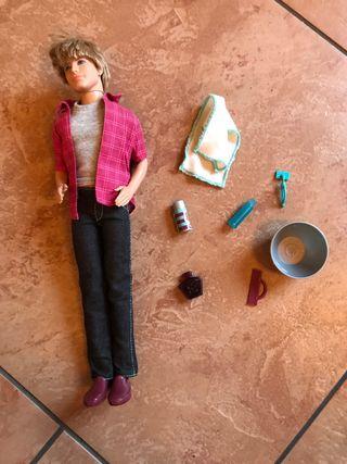 Muñeco barbie ken con barba mágica